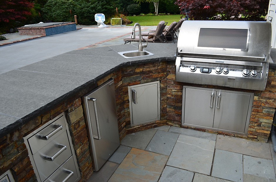Great Alderwood Landscaping Outdoor Kitchen