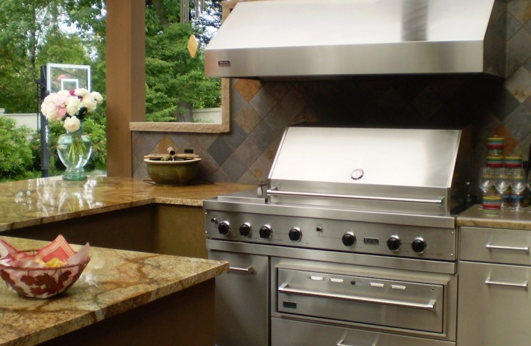 Darwin-Webb-outdoor-kitchen-960x500