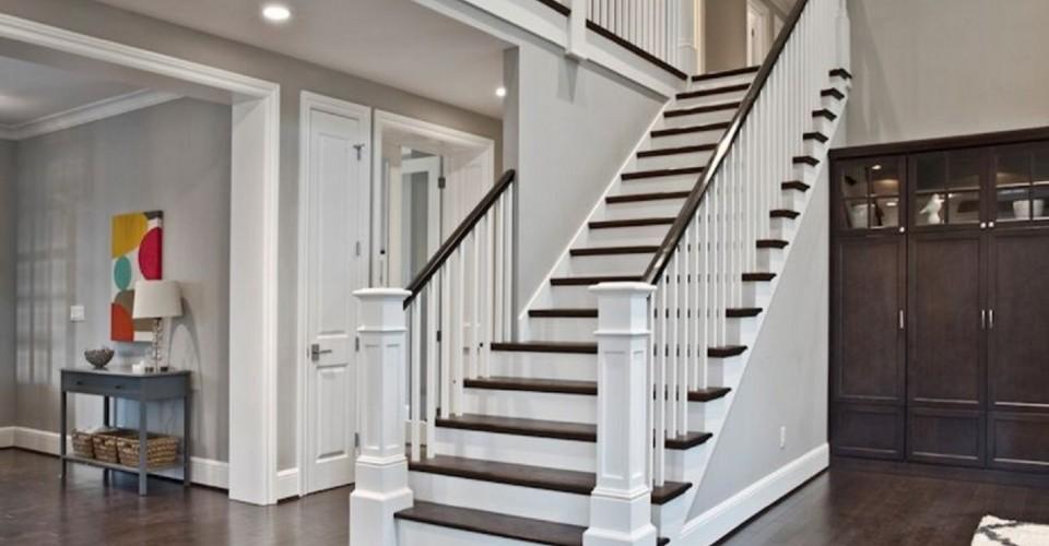 Delicieux DIY Vs. Hiring A Contractor: Stairway Remodel
