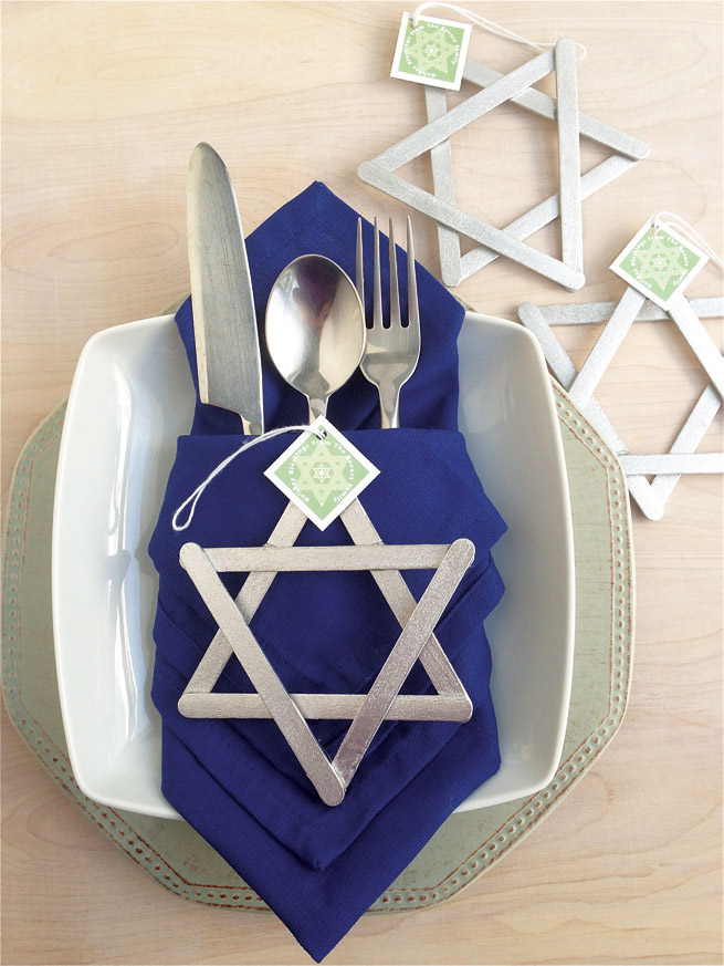 8 easy diy decorations for your best hanukkah yet porch for Decoration hanouka