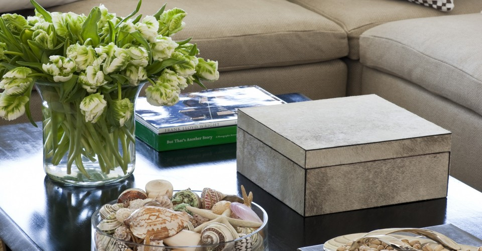 7 Clever Ways To Decorate Your Coffee Table