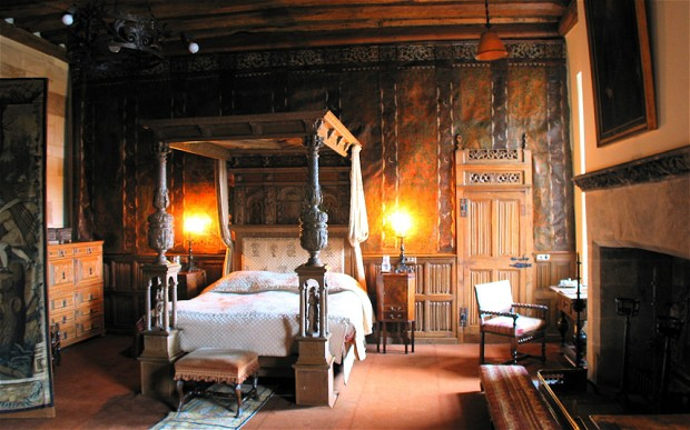Berekely Castle England bed bedroom 1608