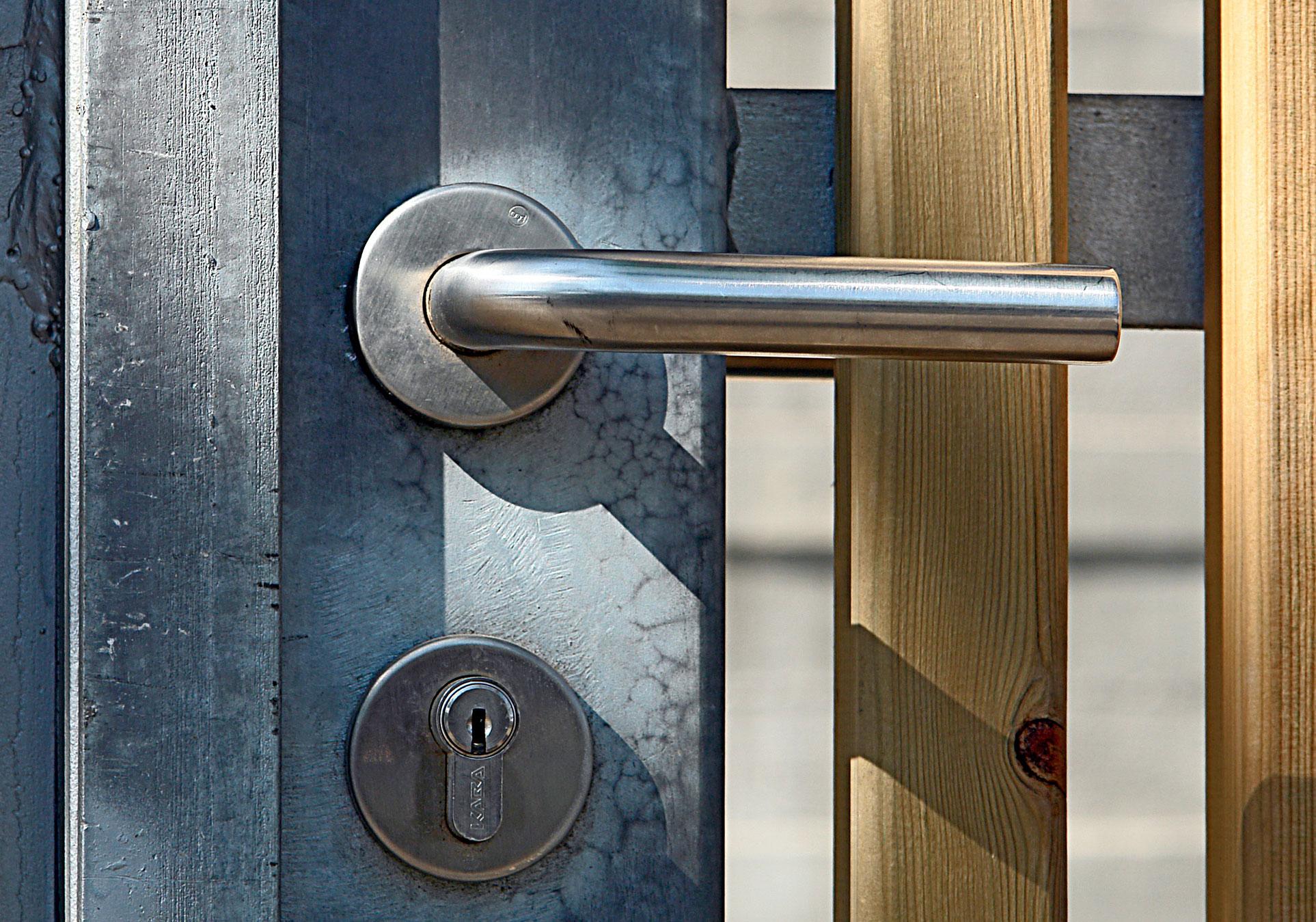 Locksmiths-001