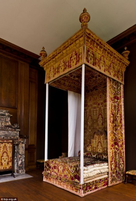 Queen Anne bed