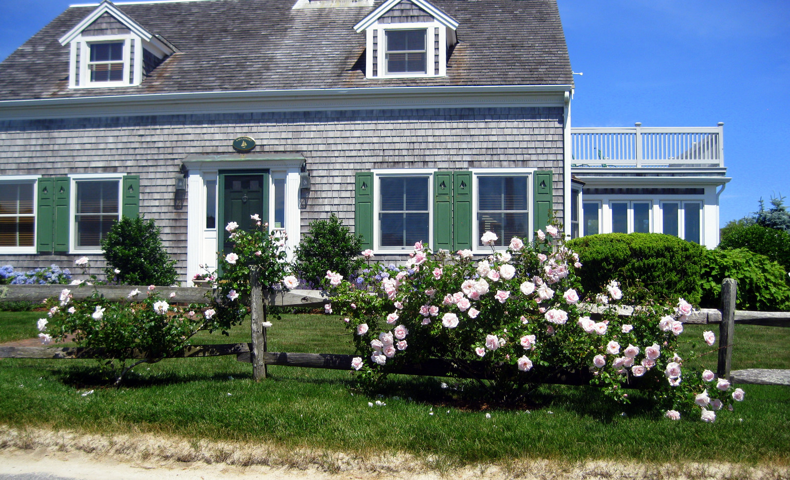 Flickr user fullc0de - Porch - cape cod houses