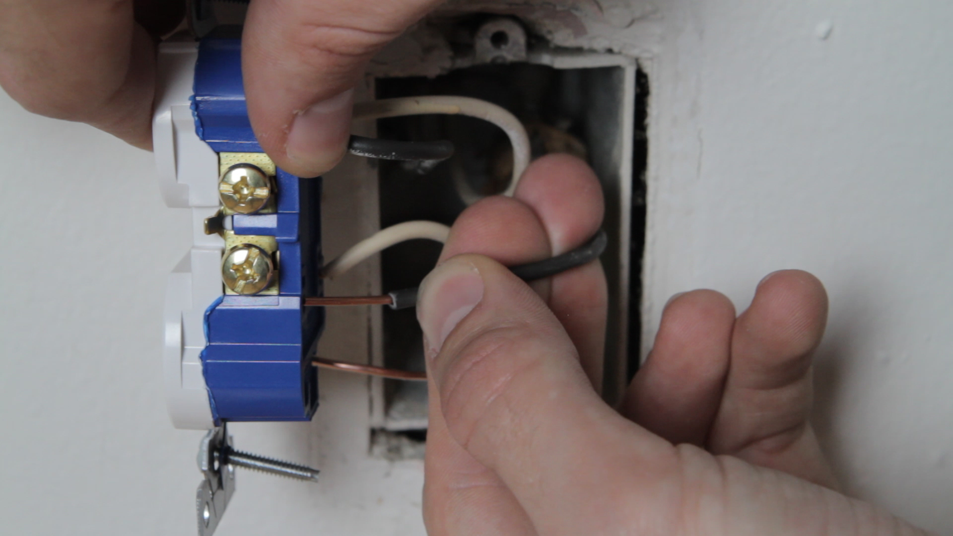How To Replace An Electrical Outlet Wiring Old New
