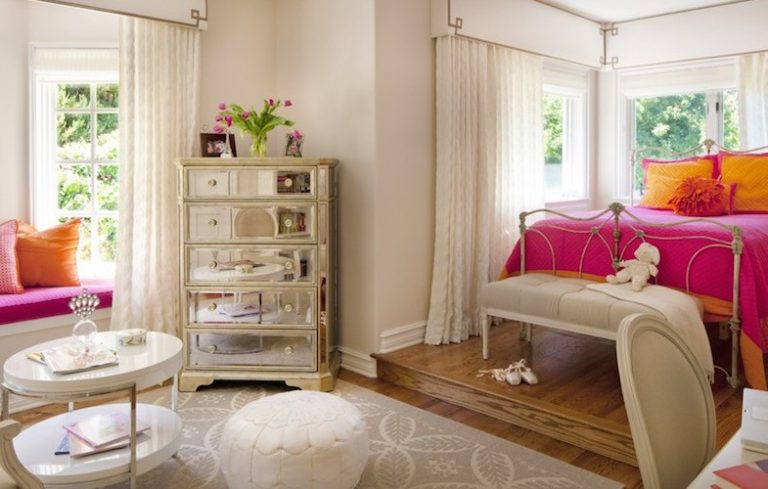Teenage Rooms: A Pretty In Pink Bedroom Perfect For A Young Girl