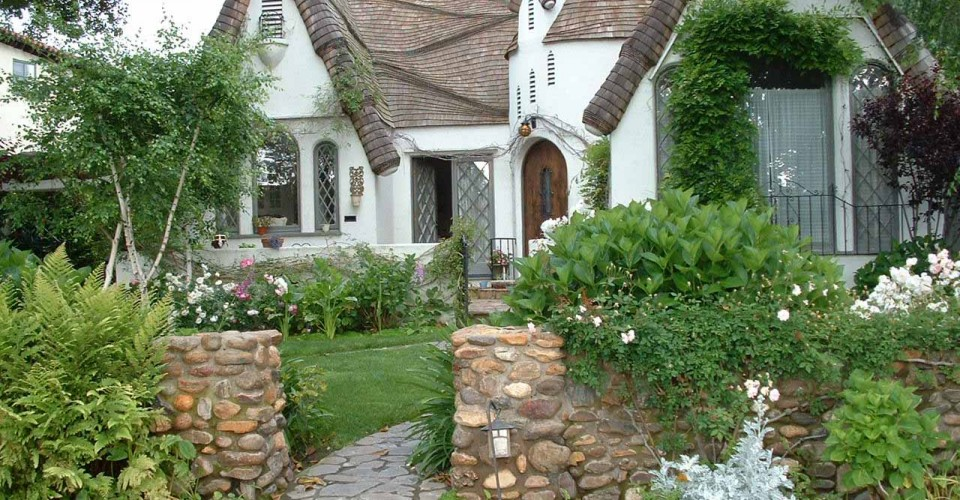 What 39 S That House A Guide To Storybook Cottages Porch Advice