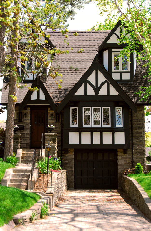 What 39 s that house a guide to tudor homes porch advice for Small tudor homes