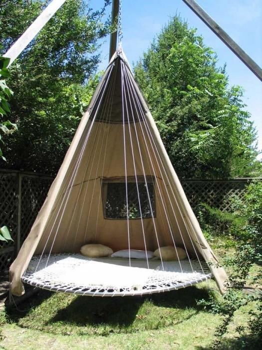 Carla Aston DIY trampoline teepee bed