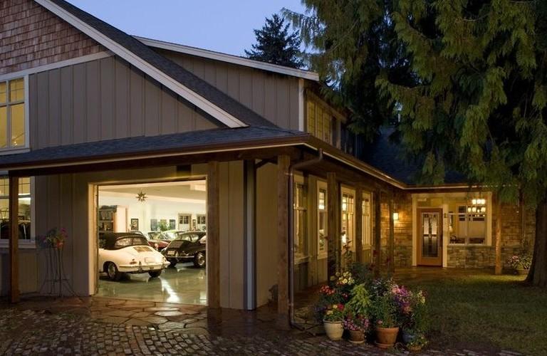 Gelotte-Hommas-Porch-garage-939x500