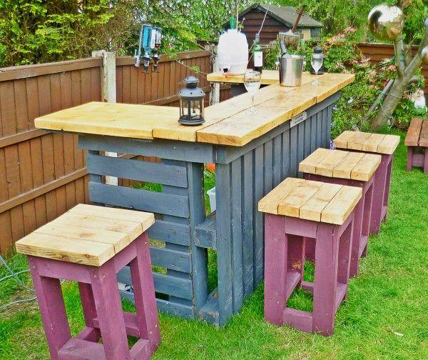 Homedit DIY backyard garden bar