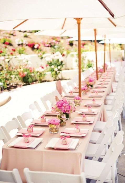 Pictilio via Hostess With The Mostess backyard tablescape