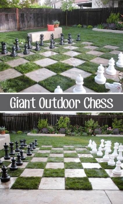 Listotic DIY backyard giant outdoor chess