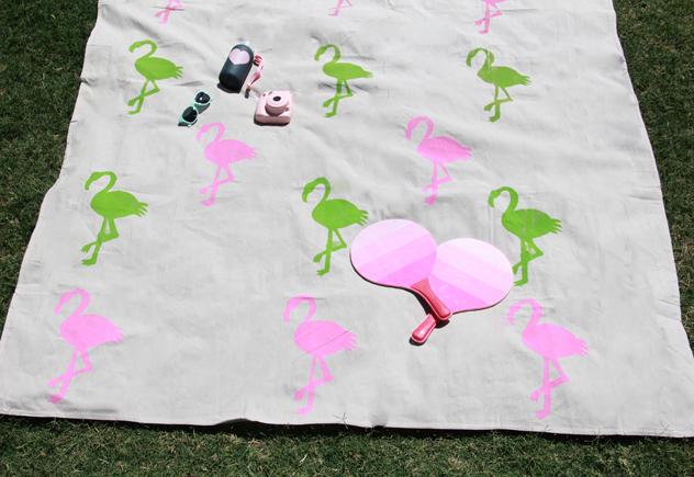 A Bubbly Life DIY flamingo beach blanket