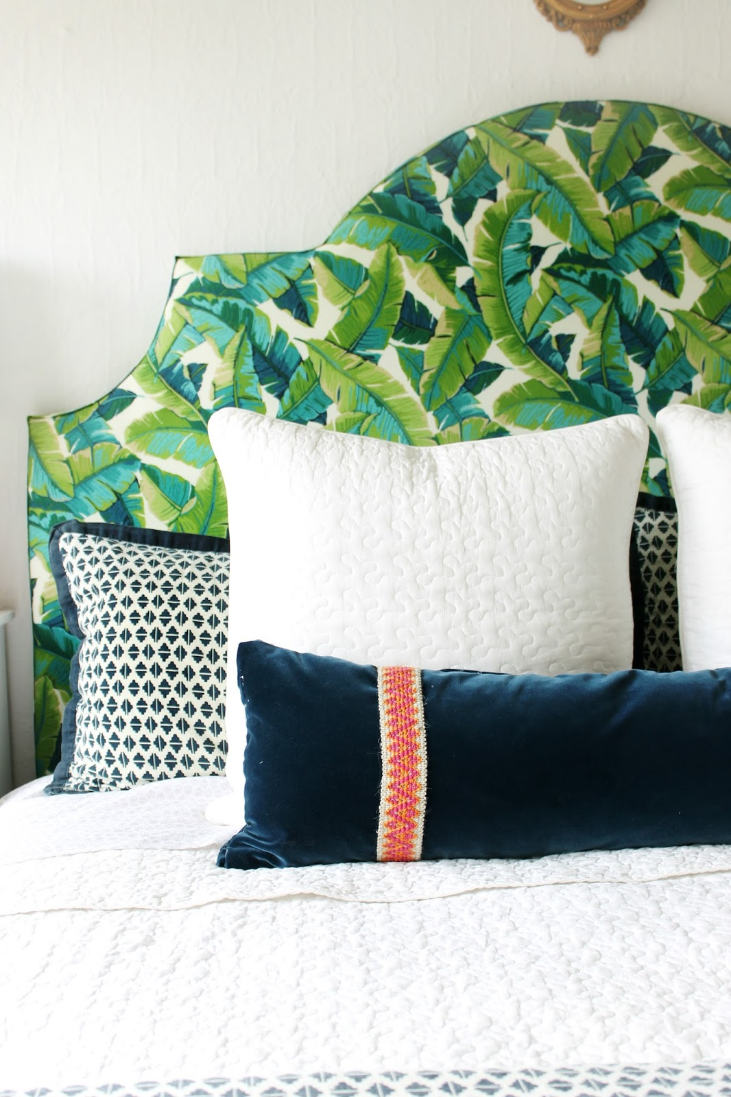 7 diys to fuel your tropical home decor addiction porch for Burlap and lace bedroom