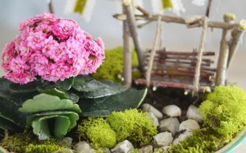 Mini-Fairy-Garden-in-a-Vintage-Enamelware-Planter-3