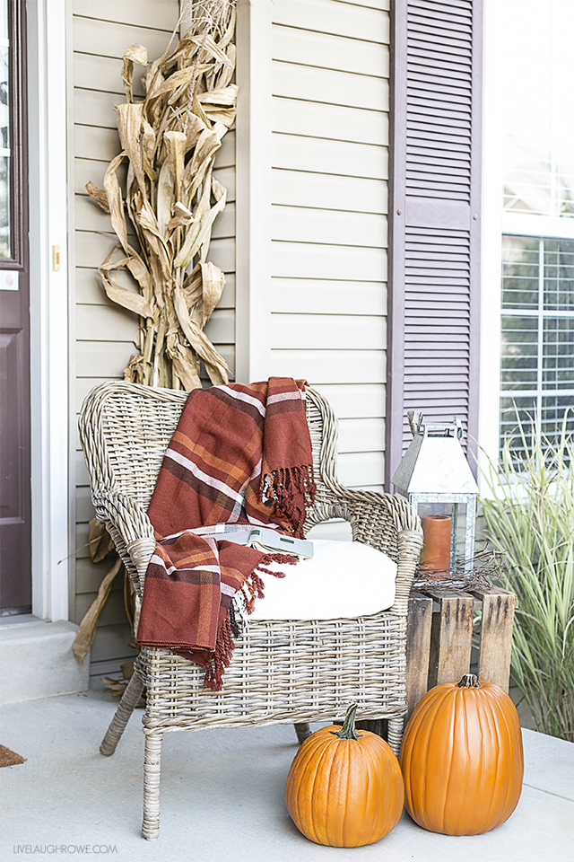 5 festive ways to decorate your front porch for fall for Ways to decorate front porch for fall